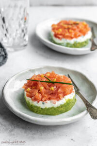 2 portions of smoked salmon tartare with a fork