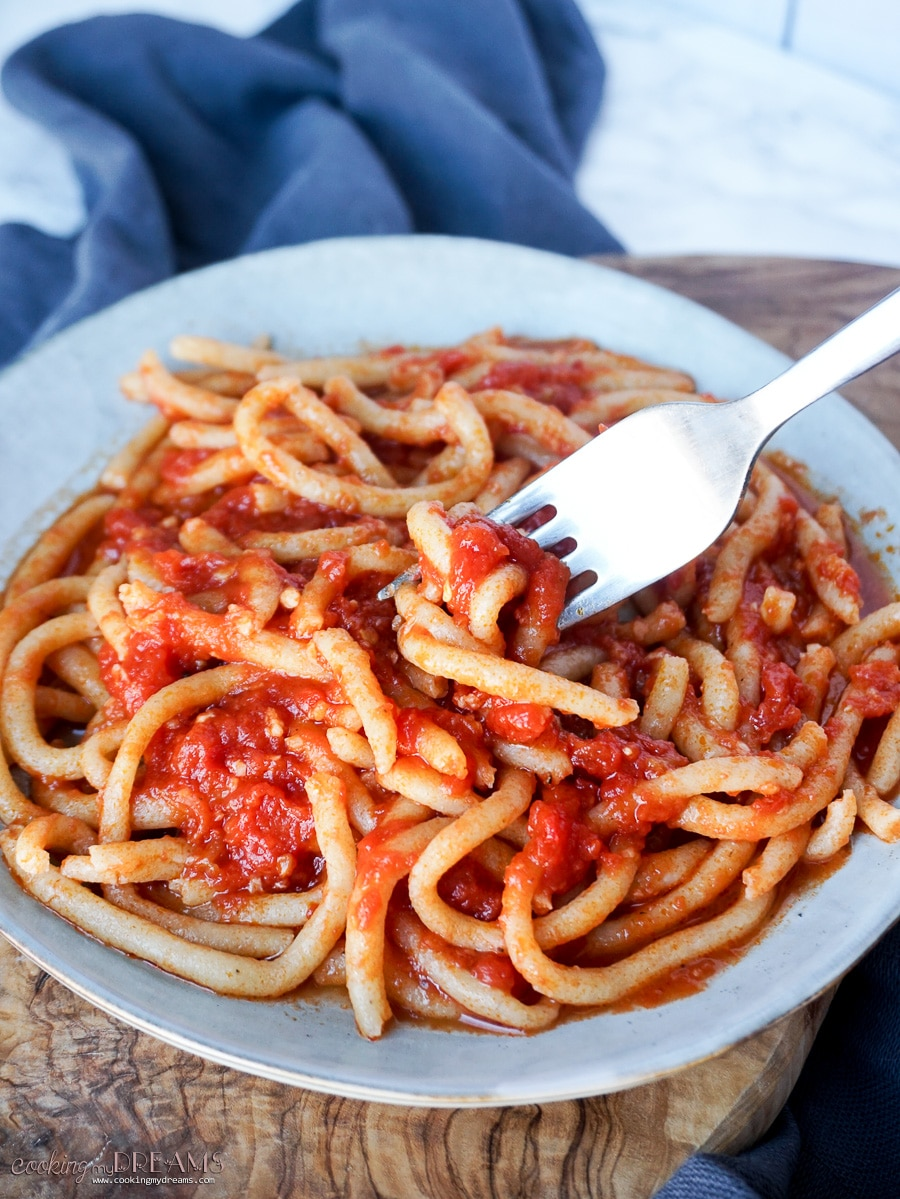 pici pasta with garlic tomato sauce
