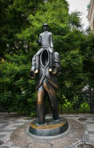 3 Days in Prague - Franz Kafka statue