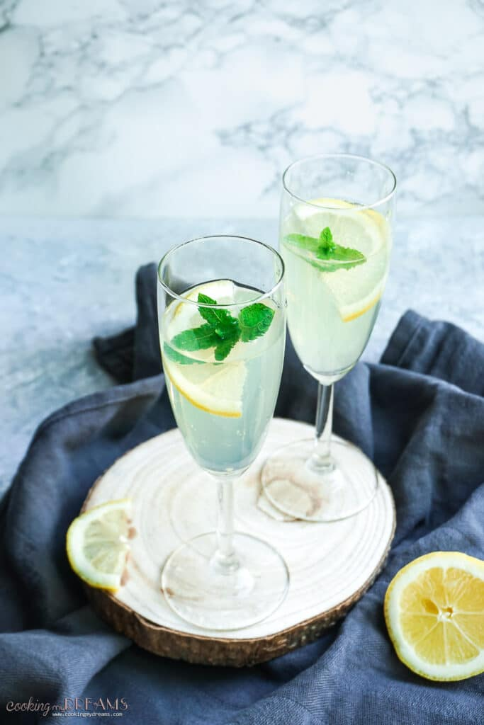 two glasses with limonsecco drink and lemon slices