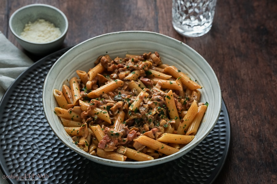 pasta with mushroom and bacon sauce